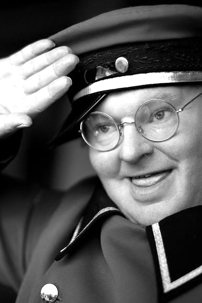 Picture of Benny Hill. By Ricardo Liberato (Benny Hill) [CC-BY-SA-2.0 (http://creativecommons.org/licenses/by-sa/2.0)], via Wikimedia Commons