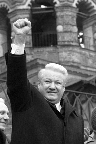 Picture of Boris Yeltsin. VASILEVSKII SPUSK, MOSCOW. March 1993. Boris Yeltsin speaking at a meeting of his supporters. Author: ITAR-TASS. Attribution: kremlin.ru