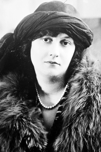 Picture of Elizabeth Bibesco. George Grantham Bain Collection (Library of Congress). This image is available from the United States Library of Congress's Prints and Photographs division under the digital ID ggbain.34376. This media file is in the public domain in the United States. This applies to U.S. works where the copyright has expired, often because its first publication occurred prior to January 1, 1923.