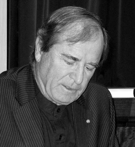 Picture of Paul Theroux. Paul Theroux at the Chicago Public Library during his book tour for Ghost Train to the Eastern Star. September 25th 2008. Original photograph by Rupal Agrawal.